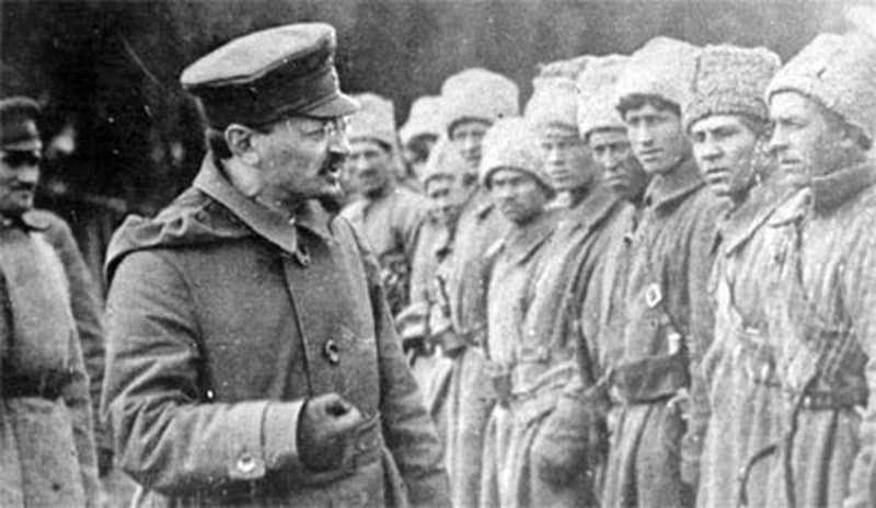 trockij-arringa-soldati